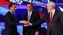 Seltene Einmütigkeit: So lange Santorum (li.) und Gingrich (re.) im Rennen bleiben, freut sich Romney.