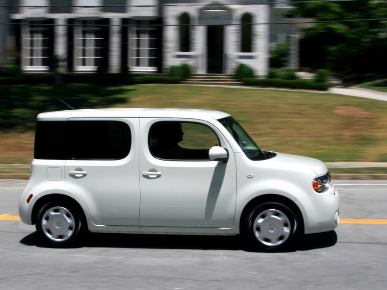 nissan cube kommt der w rfel ist gefallen n. Black Bedroom Furniture Sets. Home Design Ideas