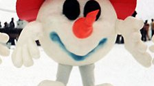 """Vier Jahre später, bei den olympischen Winterspielen in Innsbruck, kam ein lustiger Plüschschneeball daher. Offizieller Name: """"Der Schneemann""""."""
