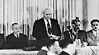 """Darin verkünden die Mitglieder des Jüdischen Nationalrates """"kraft unseres natürlichen und historischen Rechtes und aufgrund des Beschlusses der Vollversammlung der Vereinten Nationen die Errichtung eines jüdischen Staates im Lande Israel - ..."""