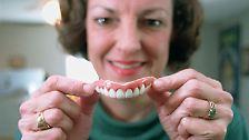 ...jemandem die Zähne zeigen,...