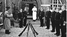 Der vorbestrafte Schuster hatte die Absicht, mit Hilfe einer ausgemusterten Uniform zu einem Pass zu kommen. Stattdessen bekam er jedoch nur die Stadtkasse mit einigen hundert Mark.