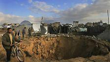"""Gleich zu Beginn seiner militärischen Großoffensive """"Operation Gegossenes Blei"""", im Dezember 2008, gab es deshalb massive Luftangriffe auf das betreffende Gebiet. Unterirdisch explodierende """"Bunker Buster"""" wurden eingesetzt, um die Geheimgänge zum Einsturz zu bringen."""