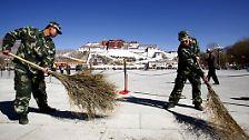"""Und fährt fort: """"Die demokratischen Reformen in Tibet sind die umfangreichsten und tiefgreifendsten in seiner Geschichte."""""""