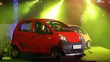 Der Tata Nano ist da. Nein, nicht in Europa - aber in Indien ist das Billigauto ab jetzt zum Kampfpreis zu haben.