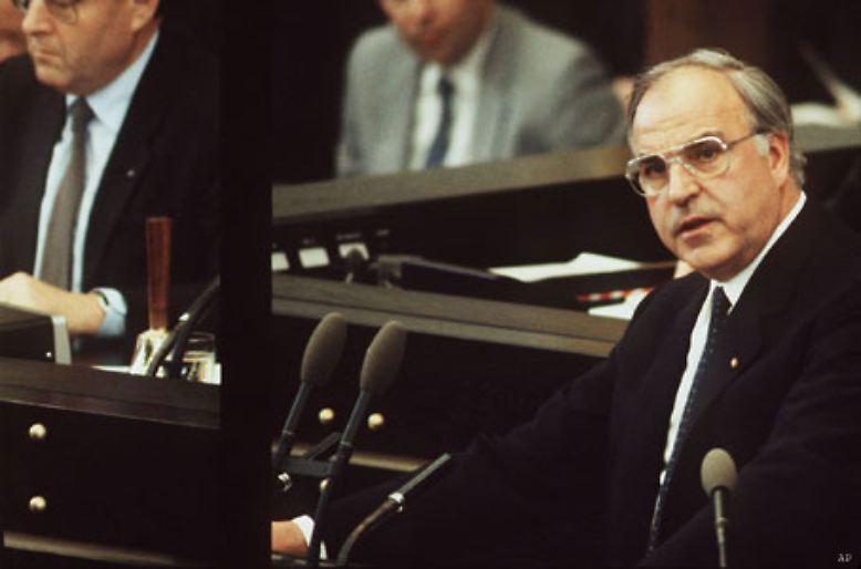 16 Jahre lang ist Helmut Kohl Bundeskanzler - zunächst der alten Bundesrepublik, dann des vereinigten Deutschlands.