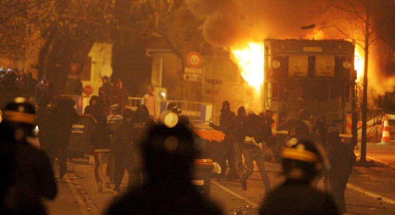 Unruhen In Frankreich