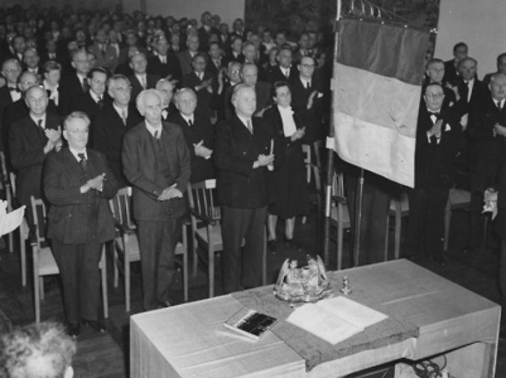 Das Provisorium hält bis heute. Gegründet wurde die Bundesrepublik Deutschland nur für den Übergang. Deutlich wurde dies bereits in ihrem Gründungsdokument: