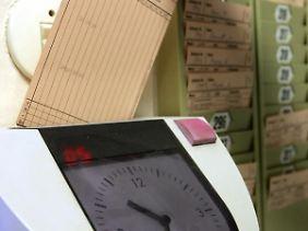 Arbeitszeiterfassung per Stechuhr - Arbeitszeitkonten haben in der Krise Konjunktur.
