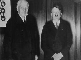 Am 30. Januar ernennt Hindenburg Hitler zum Reichskanzler.