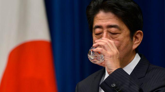 Shinzo Abes Regierung macht Druck auf die Notenbank, mit gelpolitischen Mitteln die Wirtschaft wieder in Schwung zu bringen. Die BoJ reagiert.