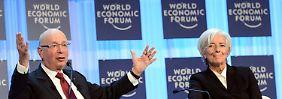 Fragile Signale der Hoffnung: Christine Lagarde, hier auf dem WEF-Podium mit Initiator und Gastgeber Klaus Schwab (l.).