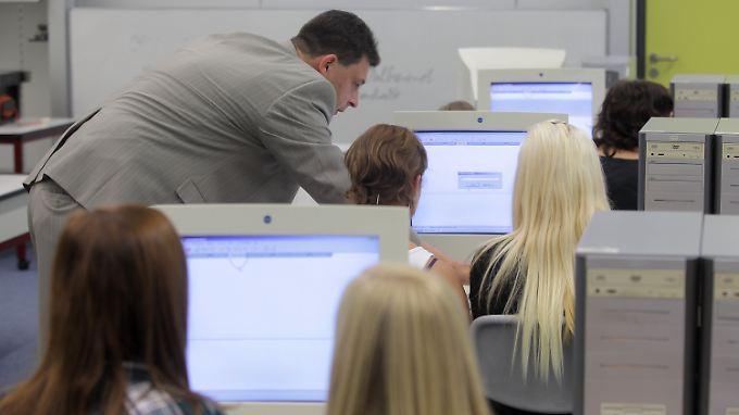 Die Schulen hinken bei der Vermittlung von Computerkenntnissen noch hinterher.