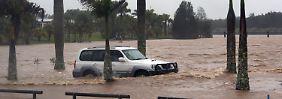 Überschwemmungen in Australien: Armee schickt Hubschrauber