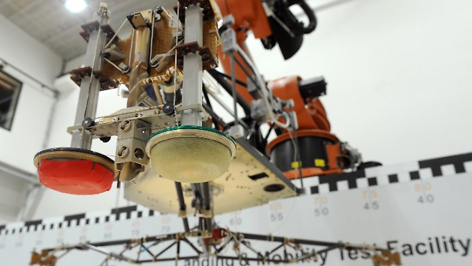 test drop in exploration hall of the Institute of Space Systems at the German Aerospace Center (DLR) in Bremen with the full-scale model of the spacecraft