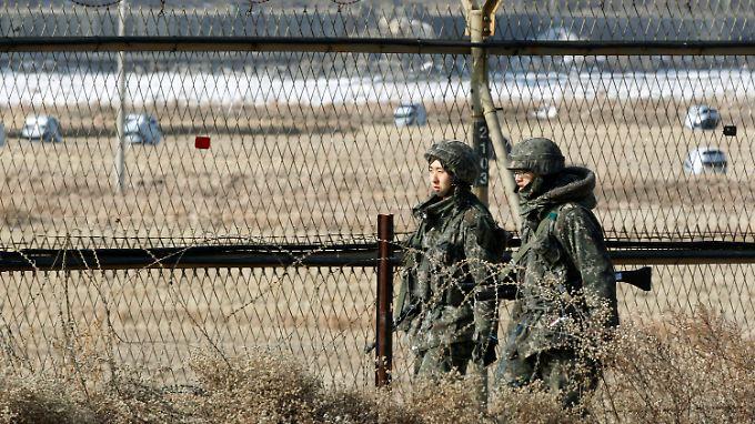 Südkoreanische Soldaten patrouillieren an der demilitarisierten Zone zwischen den beiden Koreas.