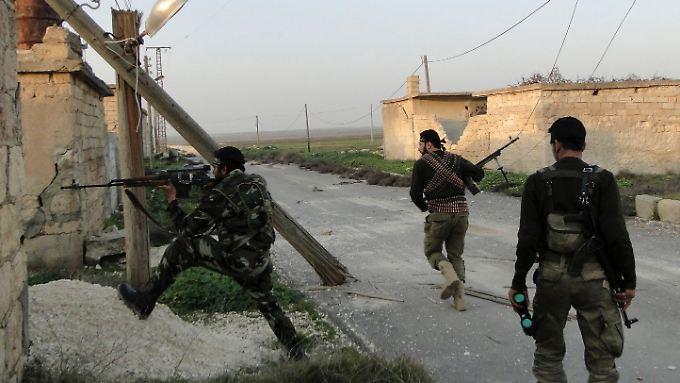 Die Kämpfe in und um Aleppo halten nach wie vor an.