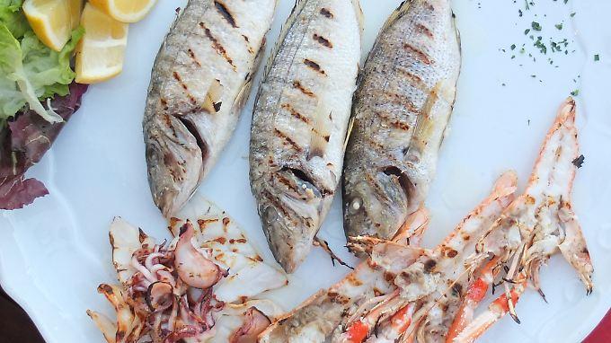 Viel Fisch, tierische Eiweiße, gute Öle, frisches Obst und Gemüse: So sieht offenbar eine Ernährung aus, die den Krebszellen den Treibstoff entzieht.