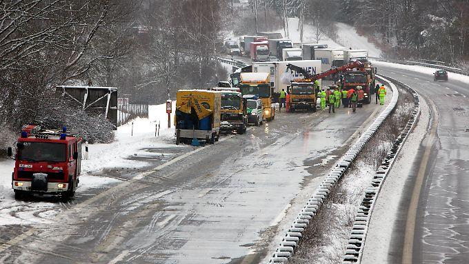 An der Unfallstelle auf der Autobahn 3.