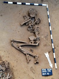 In den zwei Gräbern fanden sich Überreste von insgesamt drei Menschen.