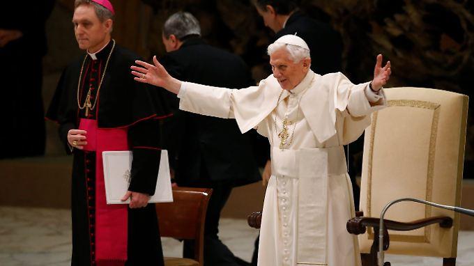 12.000 Menschen waren in die Audienzhalle geströmt und hatten den Papst wie einen Popstar gefeiert.