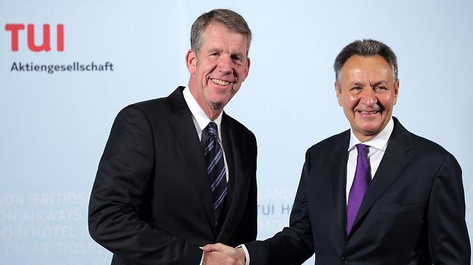 Vorstandswechsel: Michael Frenzel (r.) legt die Zügel in die Hände von Friedrich Joussen.