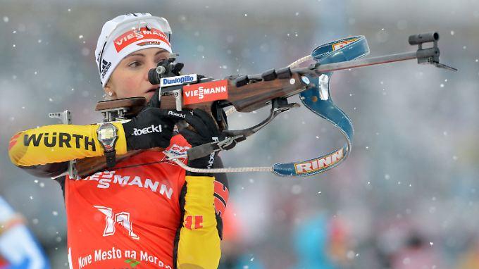 Endlich ein Medaillentreffer: Routinier Andrea Henkel tilgte mit ihrer makellosen Schießleistung zumindest eine deutsche Null im Medailenspiegel.