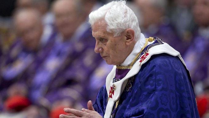 Sichtlich müde und erschöpft wirkte Benedikt XVI.