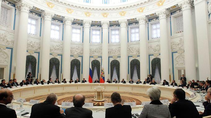 Illustre Runde im Kreml.