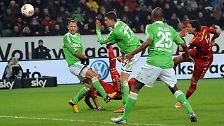 """""""Das Tor hätte von mir sein können"""", juchzte Rummenigge nach Mandzukic' 1:0 beim VfL Wolfsburg per Fallrückzieher."""