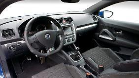 Auch das Cockpit orientiert sich am Golf.