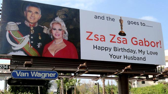 Zsa Zsa Gabor wird kaum an dieser Plakatwand vorbeifahren.