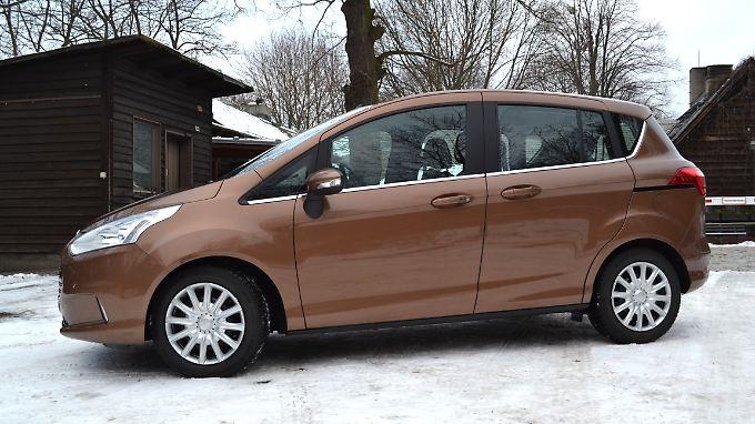In der Seitenansicht wirkt der kompakte Mini-Van B-Max von Ford schnittig.