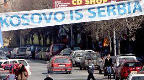 Auf einer Straße in Mitrovica.