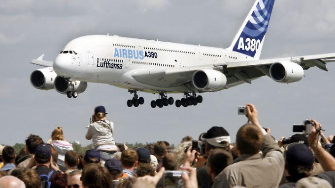 A380: Trotz Problemen mit dem Riesenflieger pusht vor allem Airbus die Geschäfte des Mutterkonzerns EADS.