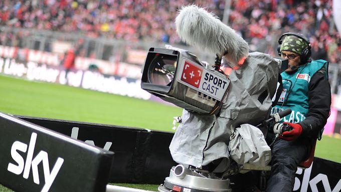 Mit der Bundesliga steht und fällt der Traum von schwarzen Zahlen bei Sky Deutschland.