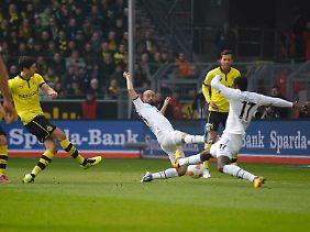 Mit 16 Toren führt Lewandowski nun die Torjägerliste der Liga gemeinsam mit Stefan Kießling an.