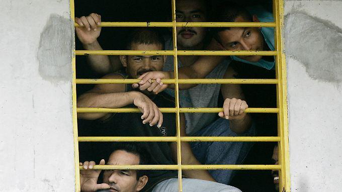 Blick in ein kolumbianisches Gefängnis - und hinaus. (Themenbild)