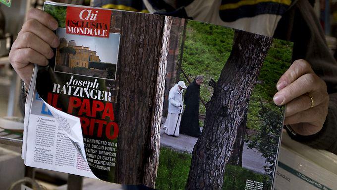 """Die Zeitschrift """"Chi"""" zeigt als erste ein Bild, auf dem Benedikt XVI. nach dem Ende seines Pontifikats zu sehen ist."""