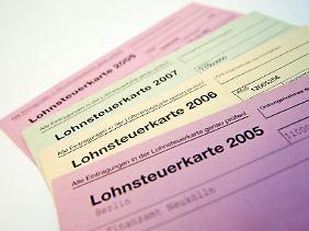 Jetzt ist es aus: Die Lohnsteuerkarte aus Papier ist endgültig abgeschafft. Seit diesem Jahr müssen die Lohnsteuerdaten elektronisch verwaltet werden.