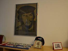 Enkelmann schmückt ihr Zimmer mit Che.