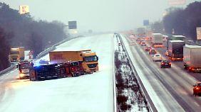 Zwei Lkw kollidieren auf der A 5 in Hessen.