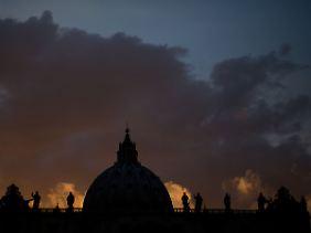 Über dem Vatikan geht die Sonne auf.