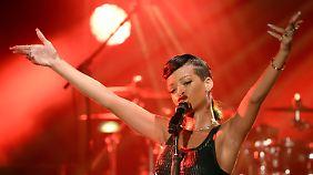 Fans von Rihanna stehen in Baltimore  vor verschlossener Halle: Die Pop-Sängerin muss passen. (Archivbild von November 2012)