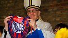 Durchaus weltliche Interessen pflegt Bergoglio offen. So ist er Fan des Fußballvereins CA San Lorenzo de Almagro - ein argentinischer Erstligaverein, der eher zu den Außenseitern gehört.