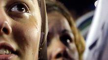 Ergriffene Tränen auf dem Petersplatz: Gläubige aus aller Welt begrüßen den neuen Papst.