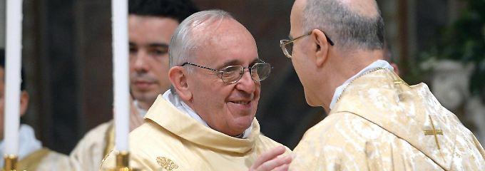 Am Tag nach der Wahl wirkt Papst Franziskus gelöst.