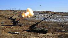 Die nordkoreanische Nachrichtenagentur KCNA veröffentlicht immer wieder martialische Bilder von Militärübungen.