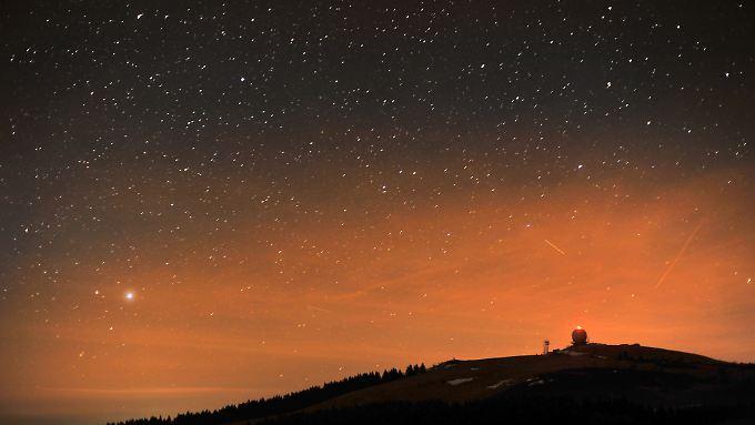 Blick in den Sternenhimmel über der Wasserkuppe in der Rhön: Hier ist Lichtverschmutzung kein Thema.