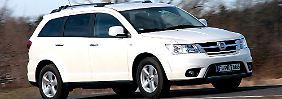 Den Freemont gibt es nur als Diesel, die Allrad-Version hat ein Automatik-Getriebe.
